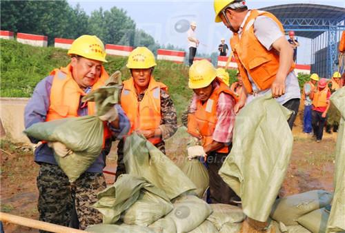 视界网:图文:公安长江大桥工地举行防洪防汛演练