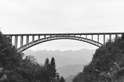 恩施至重庆黔江高速公路龙桥横跨峡谷